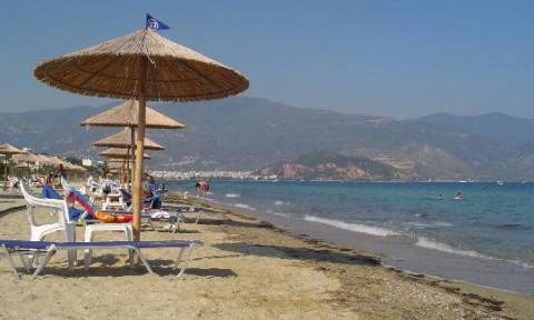 Κακός χαμός σε παραλία του Βόλου: Οργή γι΄ αυτό που έκαναν δύο τουρίστες μπροστά σε παιδιά!