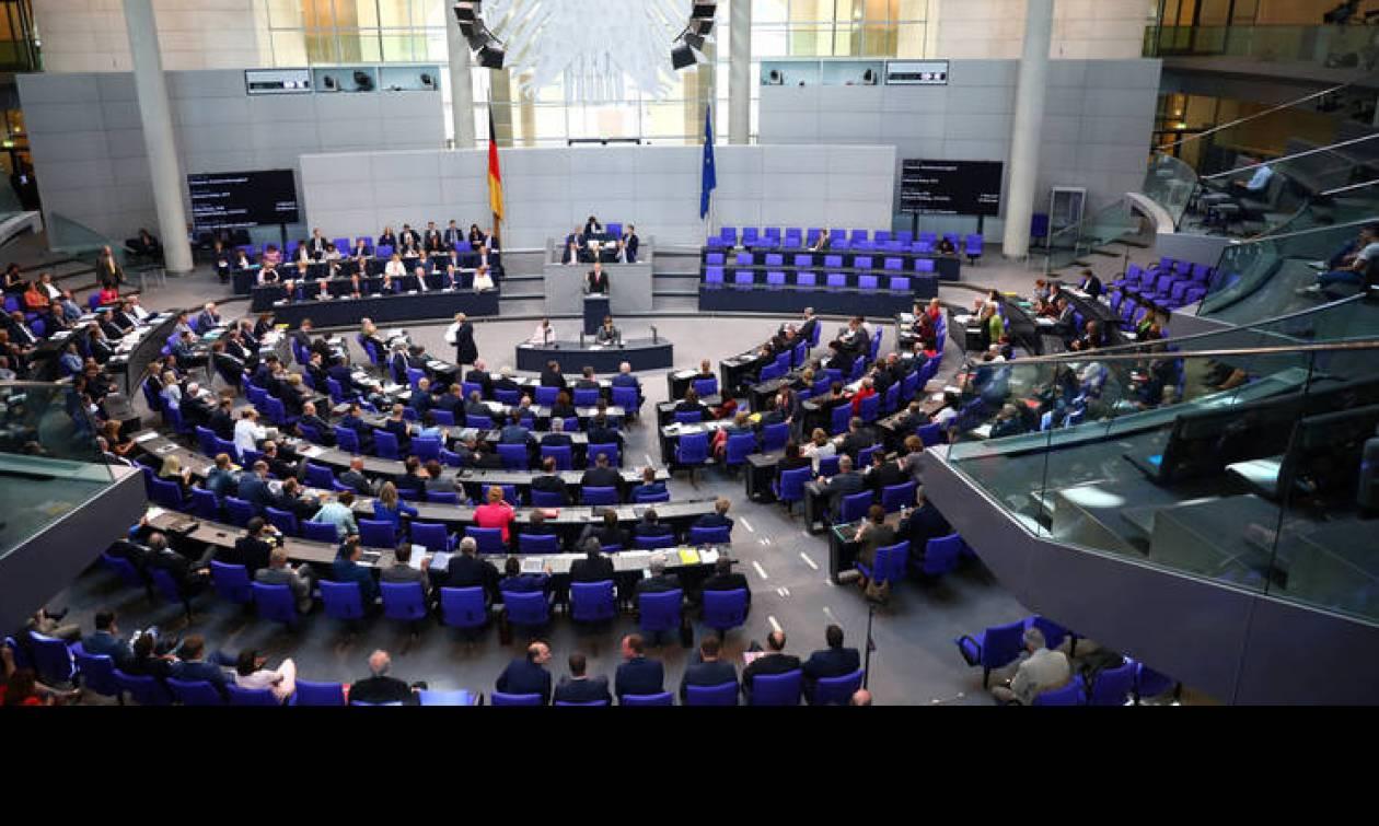 Εγκρίθηκε από την Bundestag η εκταμίευση της τελευταίας δανειακής δόσης των 15 δισ. ευρώ