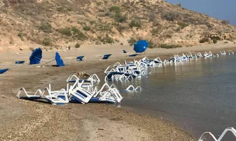 Παραλίμνι: Βανδαλισμοί σε γνωστή παραλία – Επιτήδειοι τα κατέστρεψαν όλα (Pics)