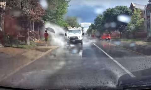 Τραγικός: Τέτοιοι οδηγοί δεν πρέπει να πιάνουν τιμόνι ΠΟΤΕ! (vid)