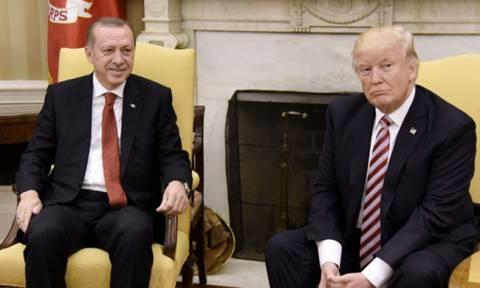Handelsblatt: Οι ΗΠΑ θα μπορούσαν να αποσταθεροποιήσουν την τουρκική οικονομία