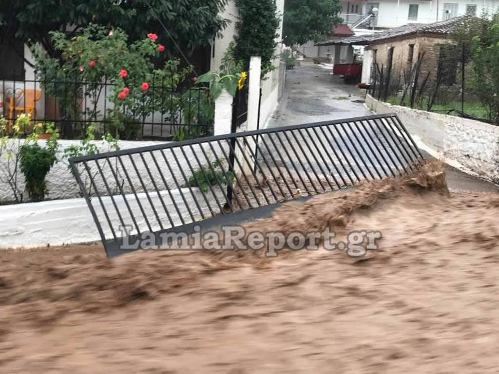 Χάος στη Φθιώτιδα: Πλημμύρες και καταστροφές από τις καταιγίδες