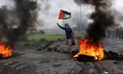 Νεκρός Παλαιστίνιος από ισραηλινά πυρά στη Γάζα - 220 τραυματίες στις διαδηλώσεις