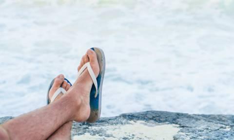 Δέκα ζευγάρια σαγιονάρες για να είσαι στυλάτος στην παραλία!