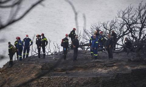 Φωτιά Μάτι: «Σβήναμε σορούς με τον πυροσβεστήρα του περιπολικού»