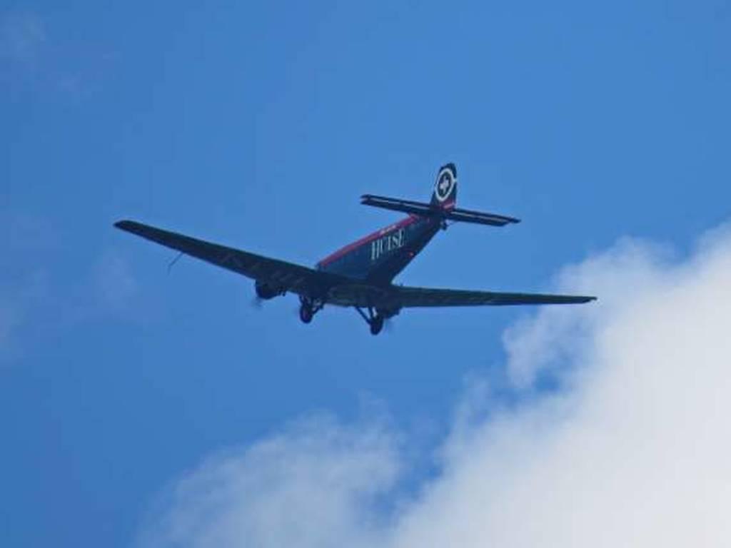Έπεσε αεροπλάνο του Β' Παγκοσμίου Πολέμου – Φόβοι για 20 νεκρούς (Vid)