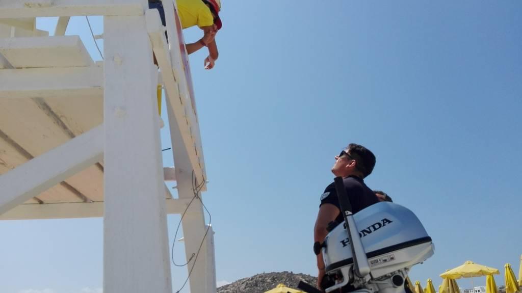Πανικός στη Νάξο: Μικρό σκάφος με τουρκική σημαία «μπούκαρε» στον Άγιο Προκόπιο