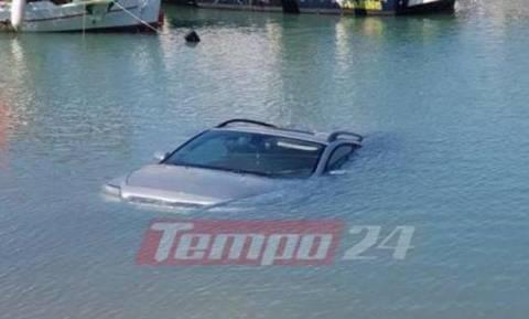 Πάτρα: Προσπάθησε να βγάλει το σκάφος στη στεριά και έριξε το αυτοκίνητο στη θάλασσα!
