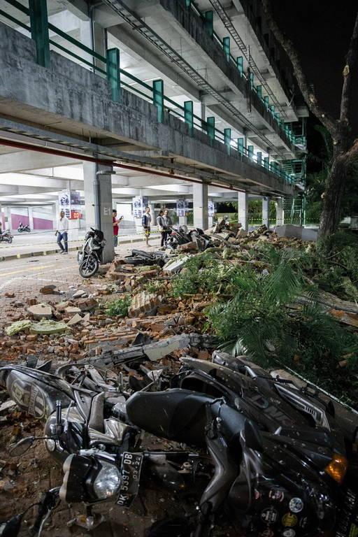 Φονικός σεισμός στην Ινδονησία: Τουλάχιστον 19 νεκροί και δεκάδες τραυματίες (pics+vids)