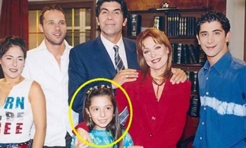 Η «κόρη» του Μπέζου στο «Άκρως Οικογενειακόν» μεγάλωσε και είναι μια κούκλα