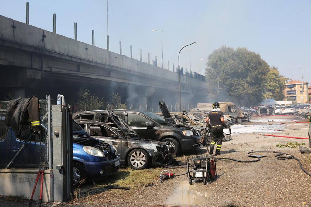 Φρικτό τροχαίο δυστύχημα με εκρήξεις στη Μπολόνια: Δύο νεκροί, δεκάδες τραυματίες (pics+vids)