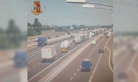 Σοκαριστικό βίντεο: Η στιγμή της σύγκρουσης των οχημάτων στην Μπολόνια