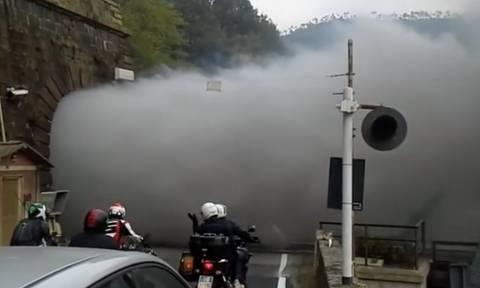 Αυτό το τούνελ «βγάζει» καπνούς αλλά δεν είναι από φωτιά… (video)