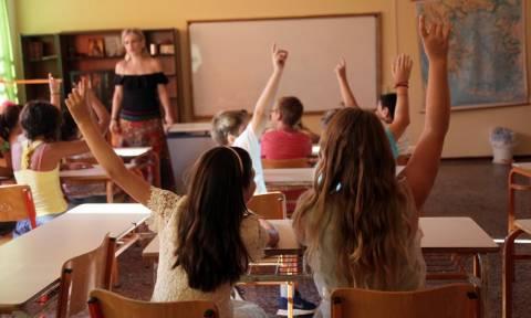 Πότε ανοίγουν τα σχολεία - Τι ώρα θα χτυπήσει το κουδούνι