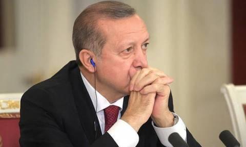 Απελπισμένος ο Ερντογάν: Στέλνει αντιπροσωπεία στις ΗΠΑ για να παρακαλέσει τον Τραμπ για ανακωχή