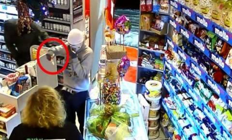 Φθιώτιδα: Ένοπλη ληστεία σε σούπερ μάρκετ στα Καμένα Βούρλα