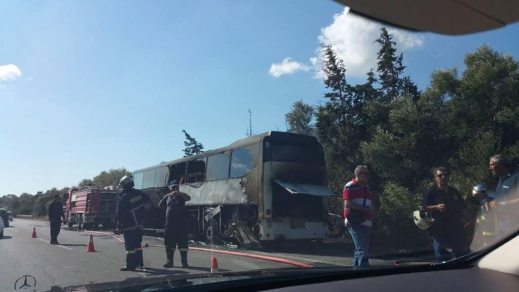 Συναγερμός στην Κρήτη: Φωτιά σε λεωφορείο γεμάτο τουρίστες – Συγκλονιστικές εικόνες
