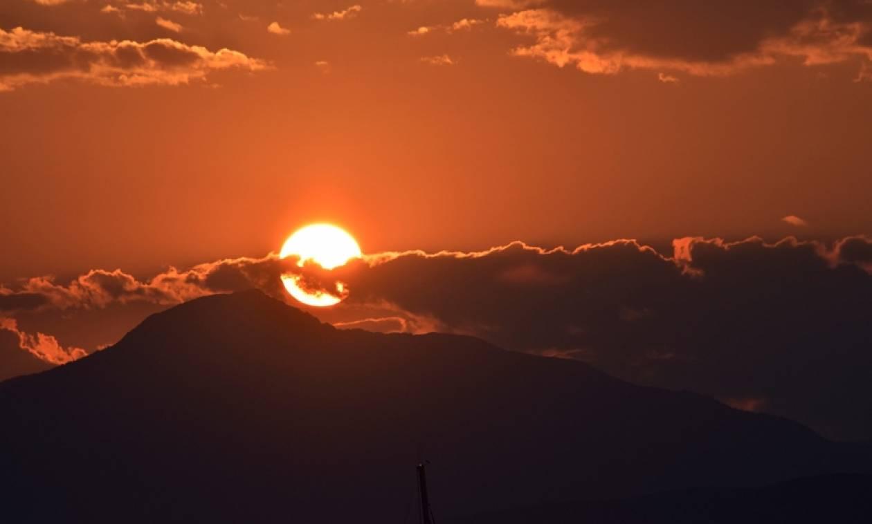 Μαγευτικό ηλιοβασίλεμα στο Ναύπλιο: Οι εικόνες «μιλούν» από μόνες τους