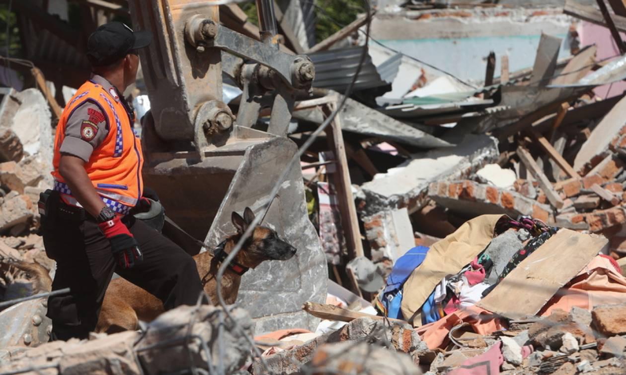 Ινδονησία: Αυξάνεται συνεχώς ο αριθμός των νεκρών από το φονικό σεισμό (vid)