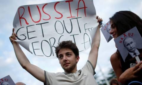 Κόντρα σε όλα τα μέτωπα: Οι ΗΠΑ απαιτούν απόσυρση των ρωσικών στρατευμάτων από τη Γεωργία