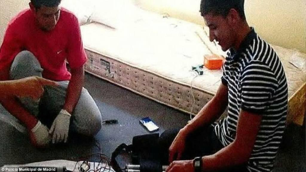 Φωτογραφίες - ΣΟΚ: Οι τζιχαντιστές της Βαρκελώνης περιγελούν τα θύματα τους λίγο πριν το μακελειό