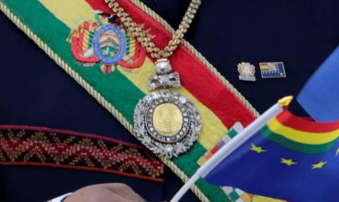 Σάλος: Έκλεψαν το σμαραγδένιο Προεδρικό Μετάλλιο επειδή ο φύλακας βόλταρε σε... οίκους ανοχής!