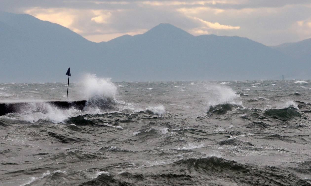 Καιρός – Έκτακτο δελτίο ΕΜΥ: Προσοχή στους θυελλώδεις ανέμους – Τι να γνωρίζετε πριν ταξιδέψετε