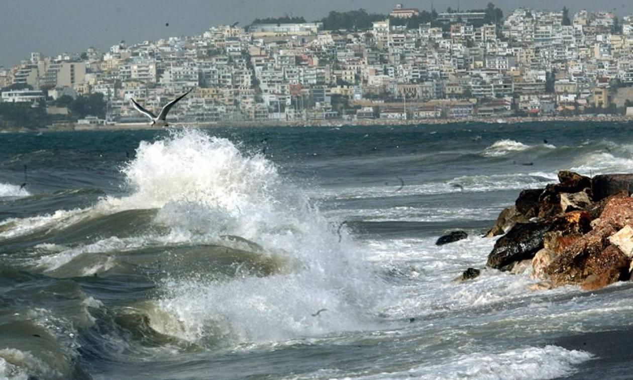 Καιρός – Έκτακτο δελτίο ΕΜΥ για θυελλώδεις ανέμους: Ποιες περιοχές θα σαρώσουν το Σαββατοκύριακο