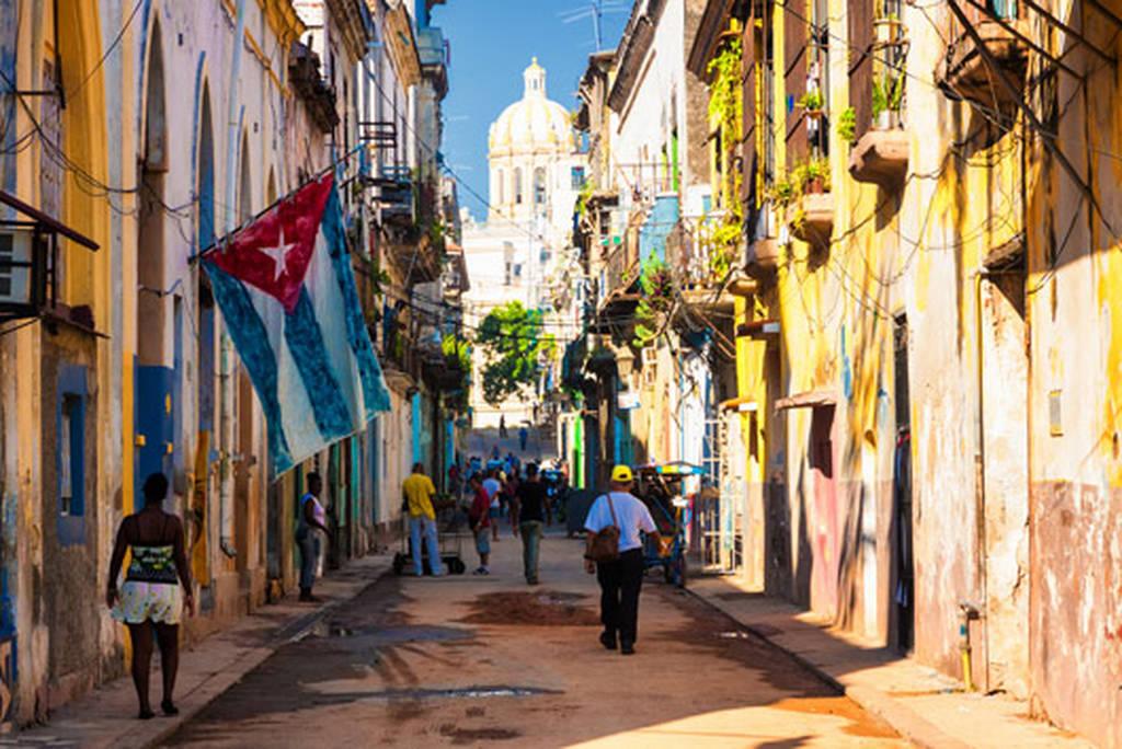 Κούβα: Θεαματική άνοδο καταγράφει ο αριθμός των τουριστών παρά τις «εκστρατείες» των ΗΠΑ (Vid)