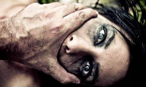 Φρίκη στην Αμαλιάδα: Διεστραμμένος εξέδιδε τη σύζυγό του, έπαιρνε τα λεφτά και παρακολουθούσε!