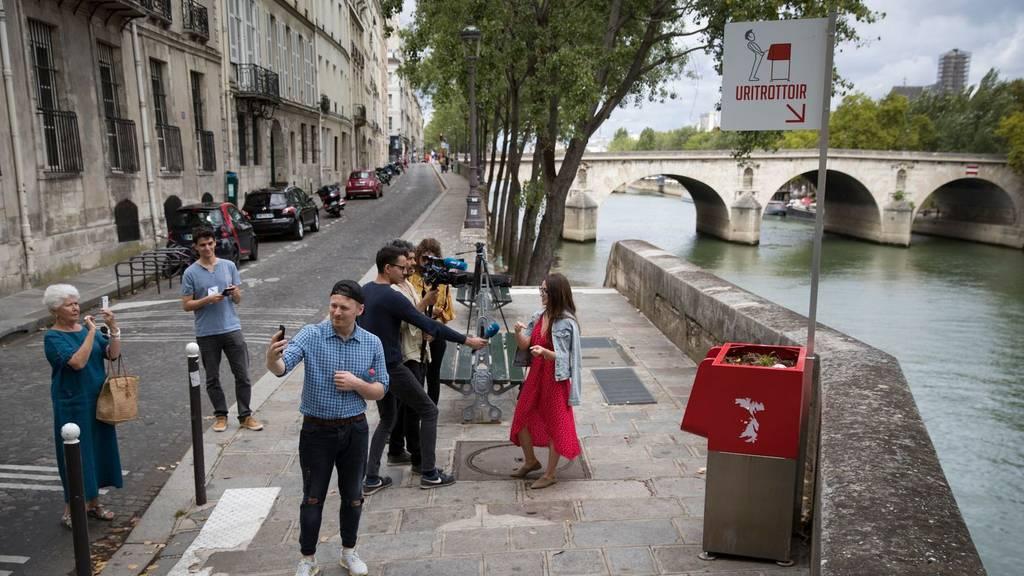 Οργή στο Παρίσι για τα νέα, ανοιχτά ουρητήρια με «θέα» δίπλα από την «Παναγία των Παρισίων» (Vid)