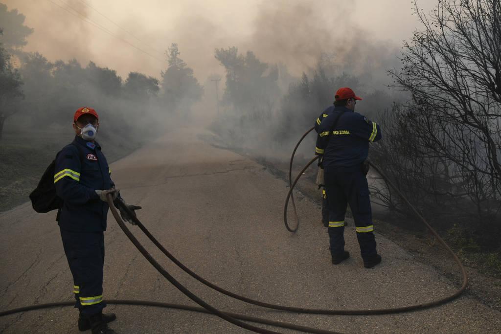 Φωτιά Εύβοια: Νέα ολονύχτια «μάχη» - Σύμμαχος των πυροσβεστών το σκοτάδι