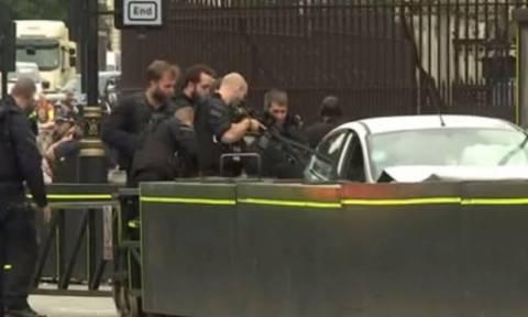 Λονδίνο: Αυτοκίνητο έπεσε σε οδοφράγματα έξω από το Κοινοβούλιο τραυματίζοντας πεζούς (pics&vid)