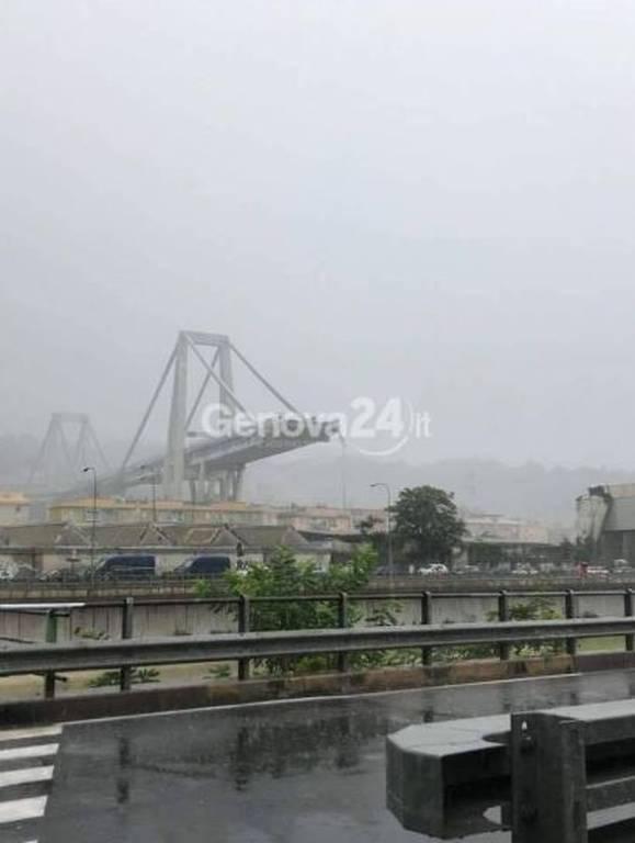 ΕΚΤΑΚΤΟ: Κατέρρευσε οδογέφυρα στη Γένοβα - Φόβοι για νεκρούς