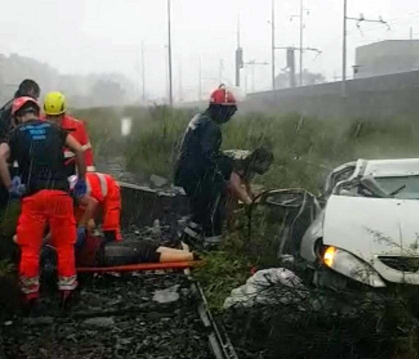 Τραγωδία Γένοβα: Κατέρρευσε οδογέφυρα - Ανασύρουν νεκρούς από τα συντρίμμια (pics&vids)