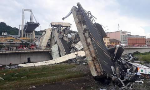 Τραγωδία στη Γένοβα: Δεκάδες νεκροί από κατάρρευση γέφυρας (pics+vids)