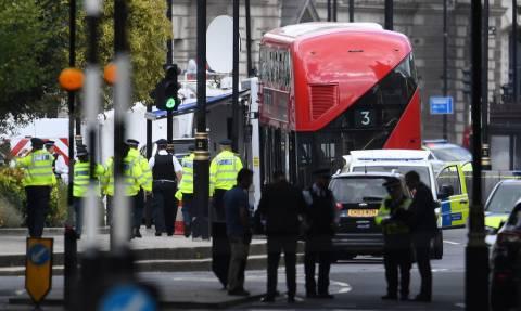 Λονδίνο: Βίντεο - ντοκουμέντο από τη στιγμή που αυτοκίνητο πέφτει πάνω στις μπάρες του Κοινοβουλίου
