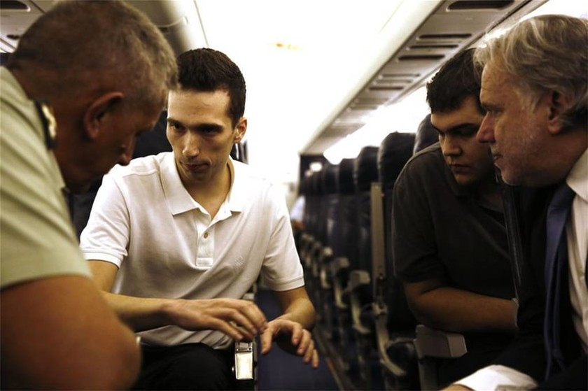 Έλληνες στρατιωτικοί: Οι πρώτες φωτογραφίες μέσα από το αεροπλάνο και το... τσούγκρισμα (pics)
