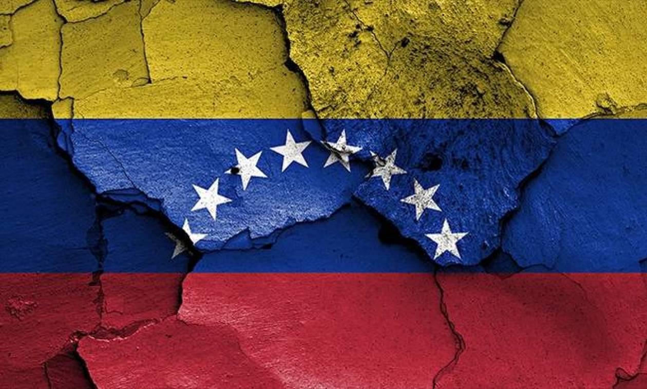 Χάος στη Βενεζουέλα: Εκατοντάδες χιλιάδες εγκαταλείπουν τη χώρα για να γλιτώσουν από την πείνα (Vid)