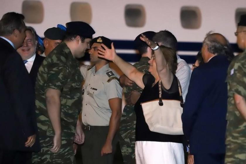 Π. Καμμένος: Ο ελληνικός λαός σύσσωμος, ενωμένος υποδέχεται τους δύο Έλληνες στρατιωτικούς (Vid)