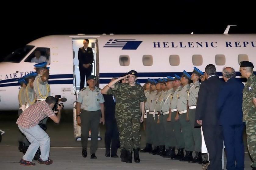 Το θαύμα της Παναγίας: Στην «αγκαλιά» της Ελλάδας οι Έλληνες στρατιωτικοί - Συγκλονιστικές εικόνες