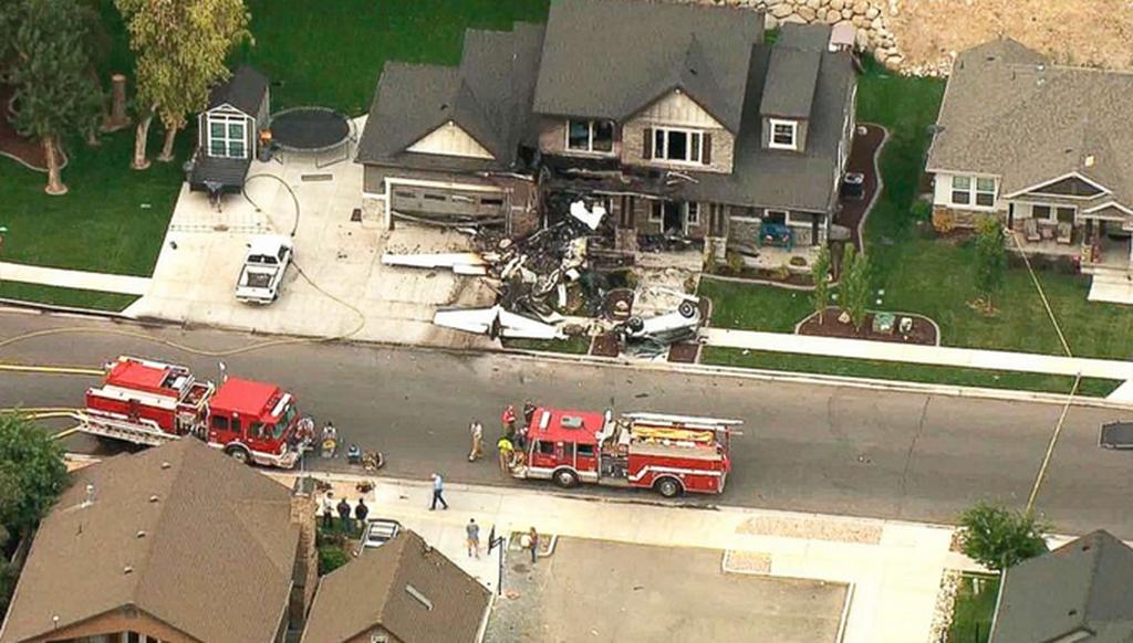 Τραγικό: Τσακώθηκε με την γυναίκα του κι έπεσε με αεροπλάνο πάνω στο σπίτι τους (pics & vids)