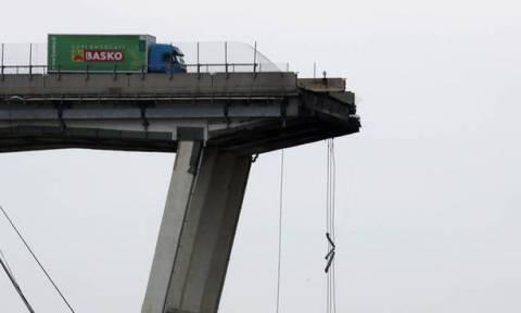 Τραγωδία στη Γένοβα: Η συγκλονιστική μαρτυρία του οδηγού του πράσινου φορτηγού που σώθηκε