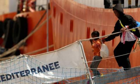 Μάλτα: Αποβιβάστηκαν οι 141 μετανάστες του Aquarius