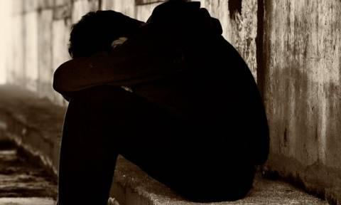 Φρικιαστικό: 13χρονος έβαζε παιδάκια να παίζουν μαζί του «φόνο στο σκοτάδι» και τα βίαζε