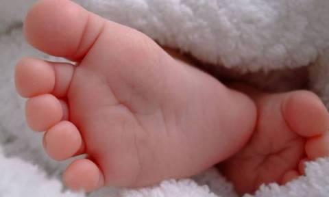 Ασύλληπτη τραγωδία στα Τρίκαλα: Μωρό κάηκε από καυτό νερό και υπέστη ανακοπή