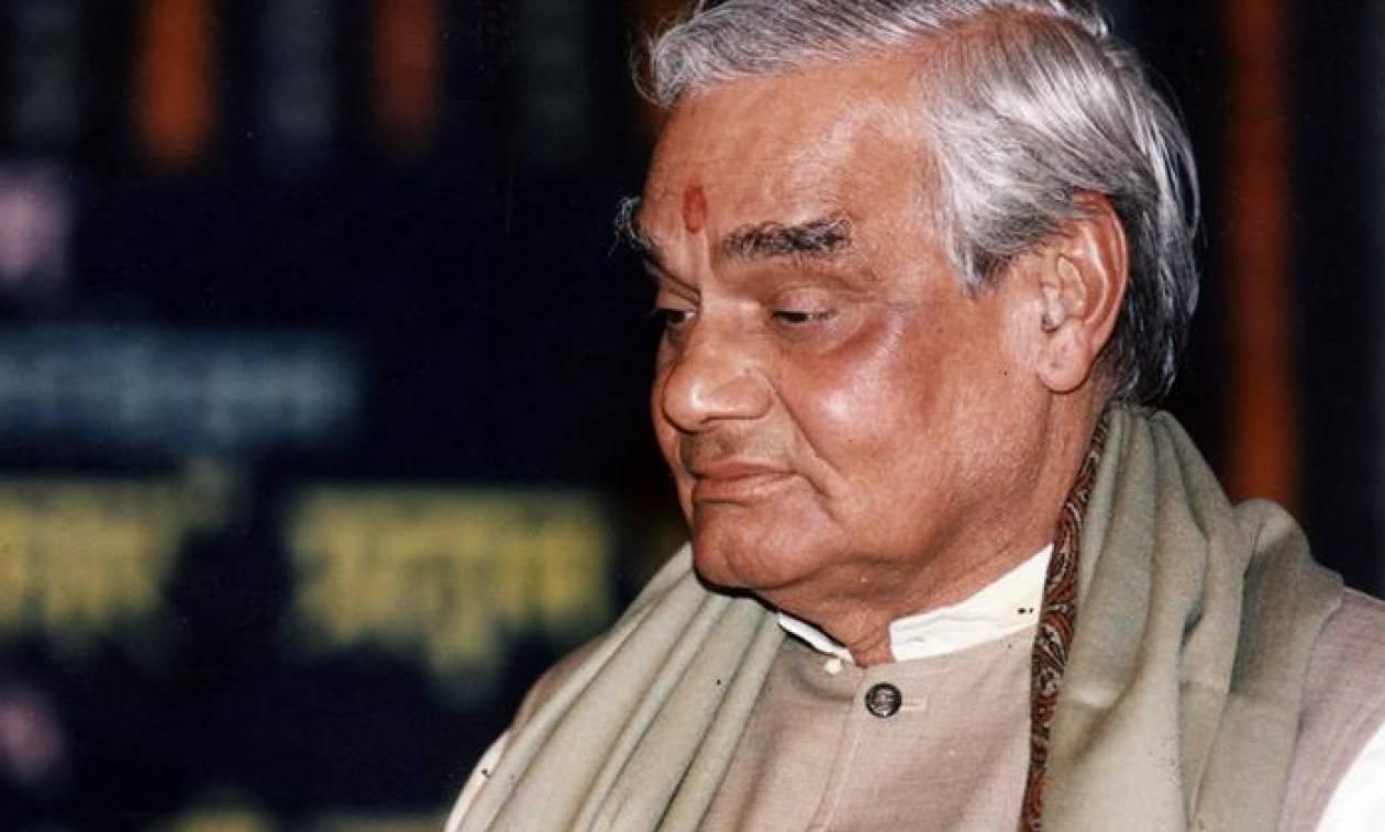 Θρήνος στην Ινδία: Πέθανε ο τρεις φορές πρωθυπουργός Βατζπάγι (Pics+Vids)