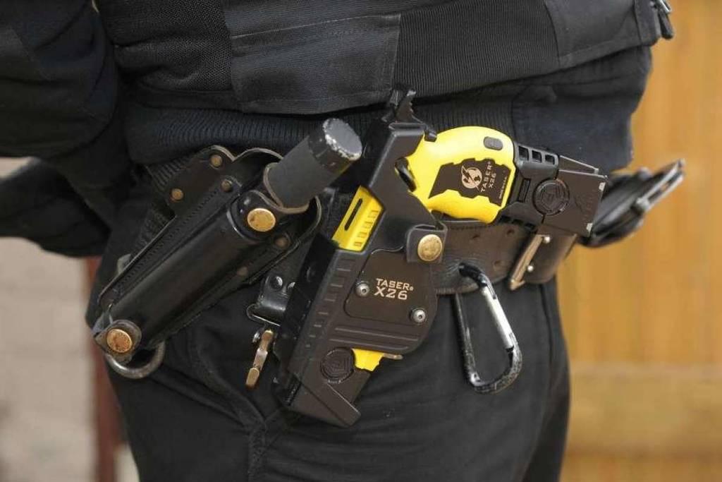 Η αμερικανική Aστυνομία χρησιμοποίησε όπλο Taser σε γιαγιά που μάζευε χόρτα