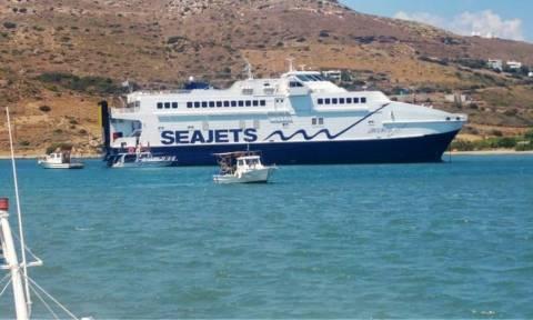 Αποκολλήθηκε το Andros Jet από το λιμάνι του Γαυρίου (pics)