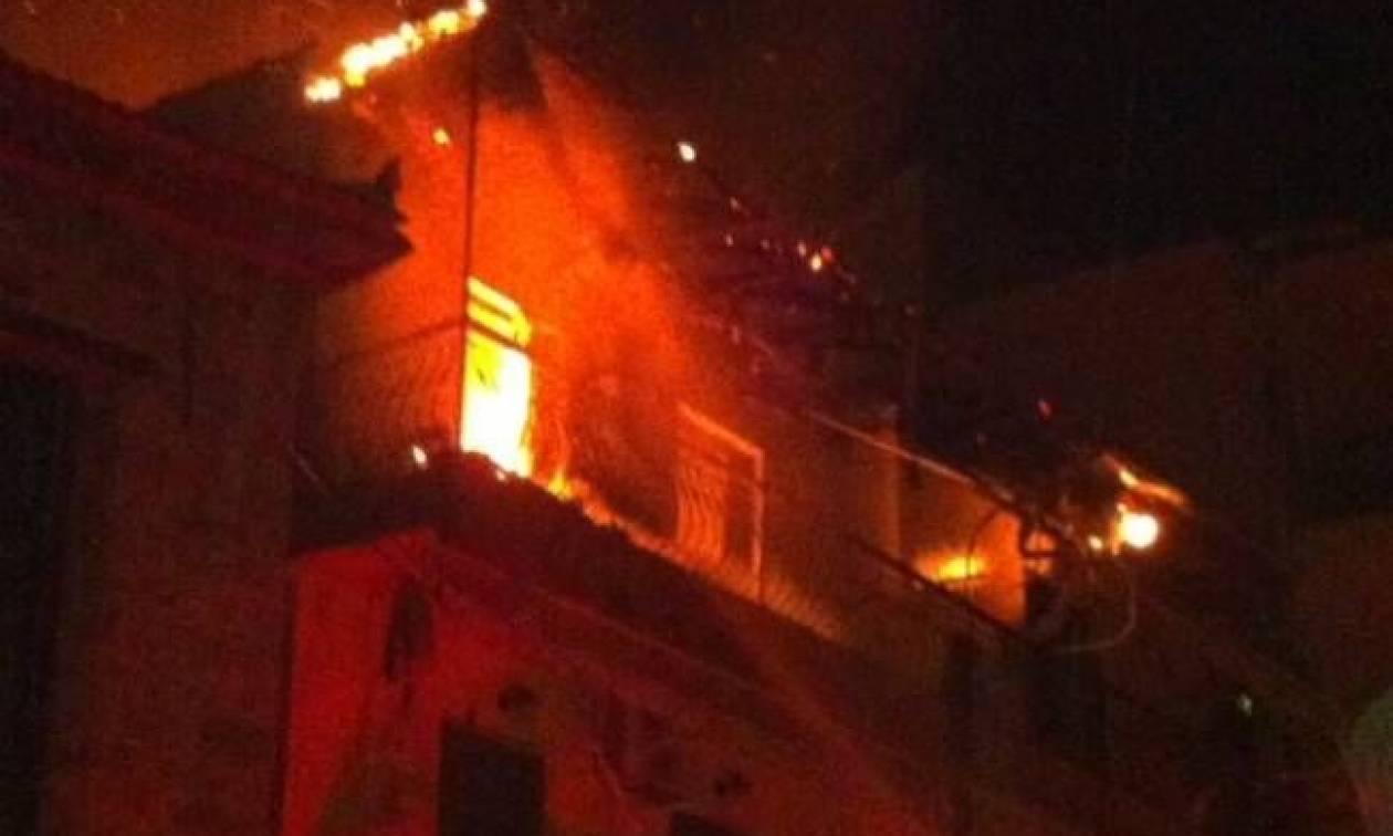 Φωτιά: Στις φλόγες μονοκατοικία στη Νέα Φιλαδέλφεια